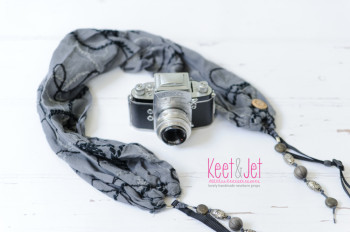 Scarf strap grey with beads