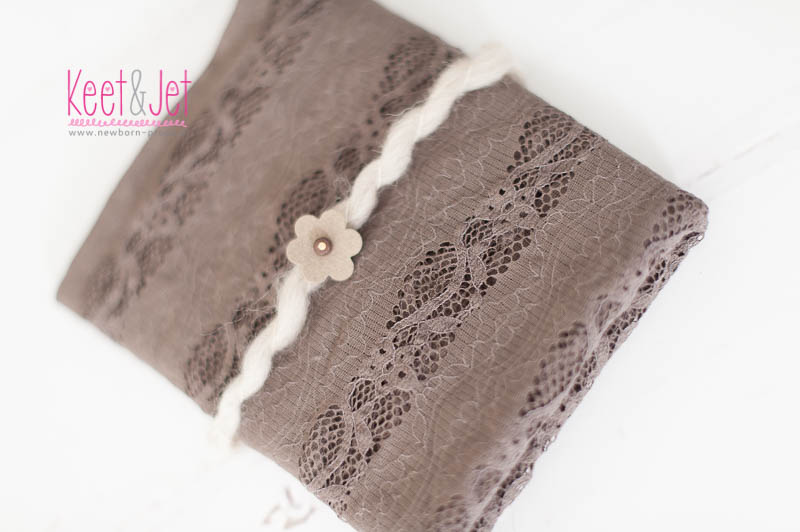 Lace stretch wrap taupe