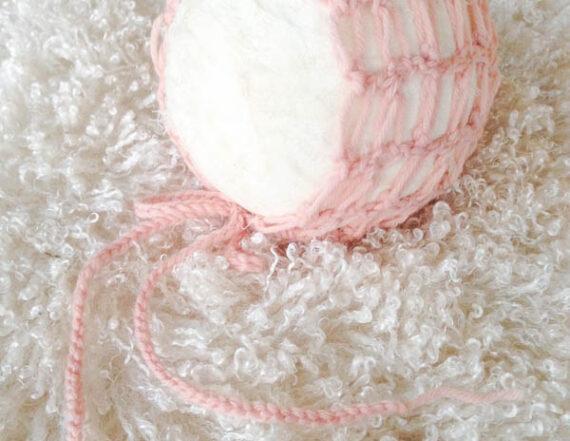 Faux fur met roze mutsje