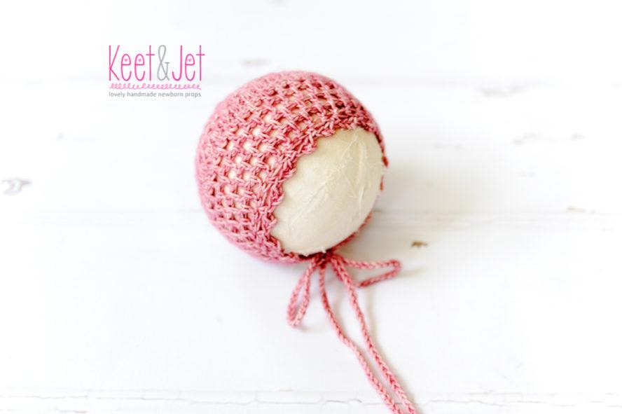 Bonnet pink flower