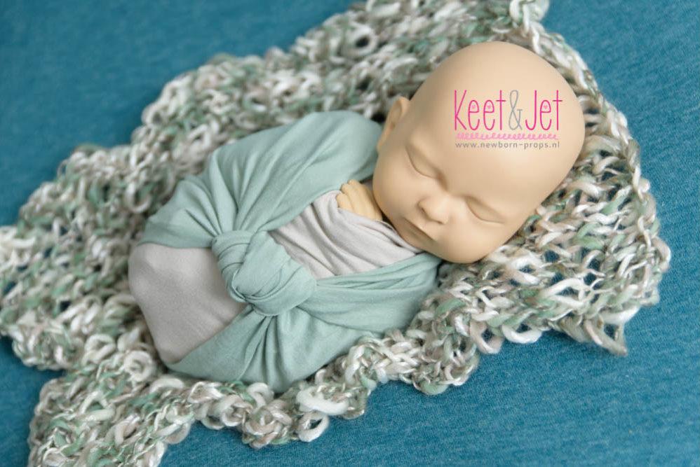 Standinbaby huren oefenen met newborn wrapping